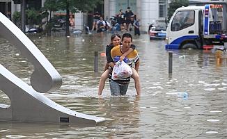 Çin'de 800 İtfaiyeci Bölgeye Sevk Edildi