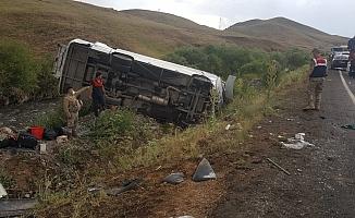Otomobiller Kafa Kafaya Çarpıştı! 9 Yaralı