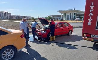 Ağrı'da seyir halindeki aracın motorunda yangın çıktı