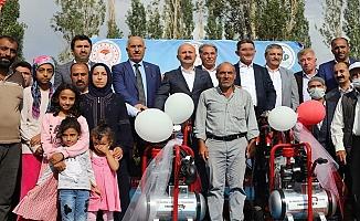 Ağrı'da 290 çiftçiye süt sağım ünitesi verildi