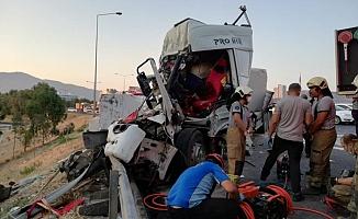 İki Tır Çarpıştı, kazada 2'si ağır 3 kişi yaralandı!