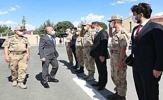 Ağrı Valisi, İl Jandarma Komutanlığını ziyaret etti