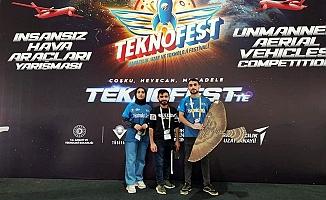 AİÇÜ Öğrencileri Altın Performans Ödülünü Kazandı