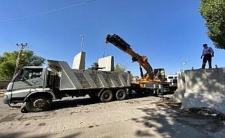 Diyadin'de beton bariyerler kaldırıldı!