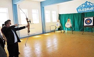 Hasan Kökrek, Eleşkirt ilçesinde okullarda incelemlerde bulundu