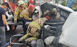 Minibüs ile Otomobil Çarpıştı: 4 Kişi Yaralandı