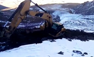 Süphan Dağı eteklerinde su çalışması