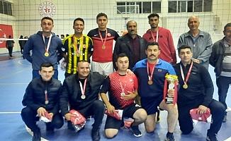 Eleşkirt'te kurumlar arası voleybol turnuvası şampiyonu belli oldu