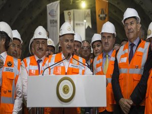 Başbakan Yıldırım: Sabuncubeli Tünelleri İzmir İle Manisa'yı Birbirine Yakınlaştırdı