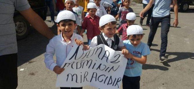Ağrı'da 6-10 yaş arası çocuklar namaz için yürüdü