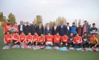 Eleşkirt Birlikspor'a Gençlik Hizmetleri ve Spor İl Müdürlüğünden Malzeme Desteği
