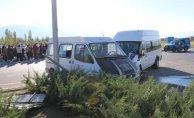 Erzincan'da Kaza 2 Minibüs Çarpıştı! Çok Sayıda Yaralı Var!