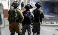 İsrailli Askerler 13 Filistinliyi Gözaltına Aldı