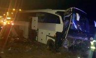 Niğde'de Yolcu Otobüsü Refüje Çarptı Çok Sayıda Yaralı Var!