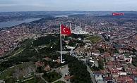 Çamlıca Tepesi'ne Türk Bayrağı göndere çekildi!