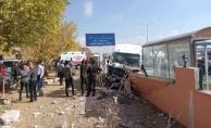 Ağrı'da Üniversite Öğrencilerine Okul Servisi Çarptı!