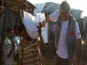 Türkiye Arakan Müslümanlarına Yardım Eli Uzattı