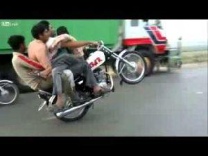Motosiklete 5 Kişi Biner mi