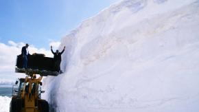 Ağrı'da 8 Metre Yükseklikteki Karla Kaplı Köy Yollarını Açma Çalışmaları Sürüyor
