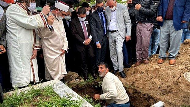 Eski Devlet Bakanı Cemil Erhan Ağrı'da Toprağa verildi