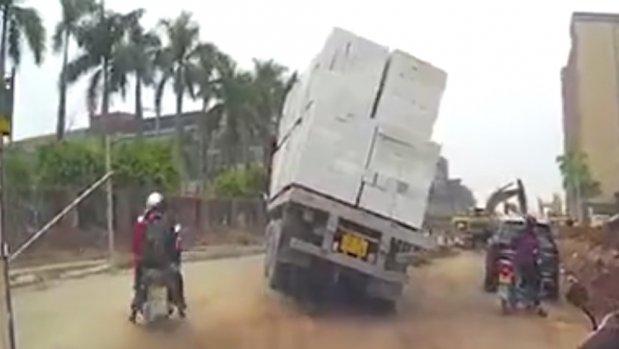 Motosikletli dikkati sayesinde ölümden kurtuldu